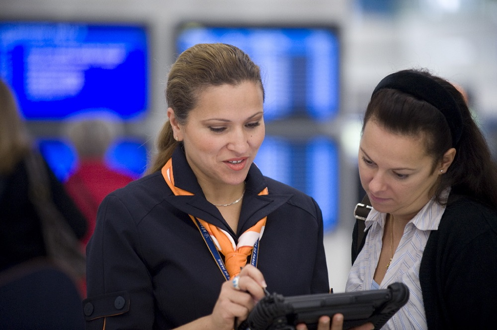 hôtesse aéroportuaire